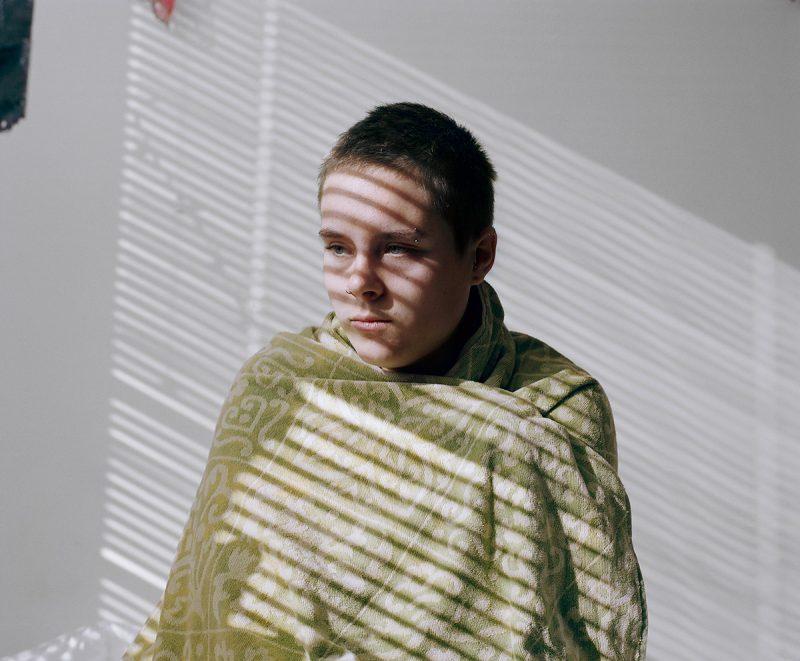 Mikaela Lungulov-Klotz documente en photo la transformation en homme de sa soeur