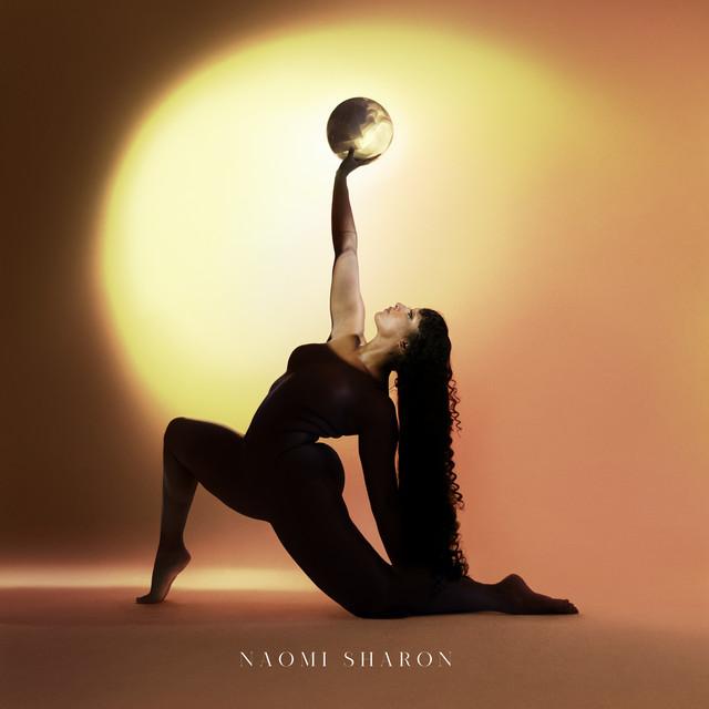 Naomi Sharon se la joue «Daughter of the sun « dans un clip très féminin sacré