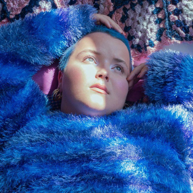 Pop Soul autrichienne prônant le no-gender avec Christl et Mile sur le titre «Purple»