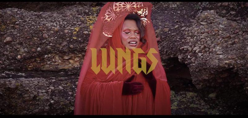 Le retour de la chanteuse Soul Australienne NGAIIRE avec le clip «Him»