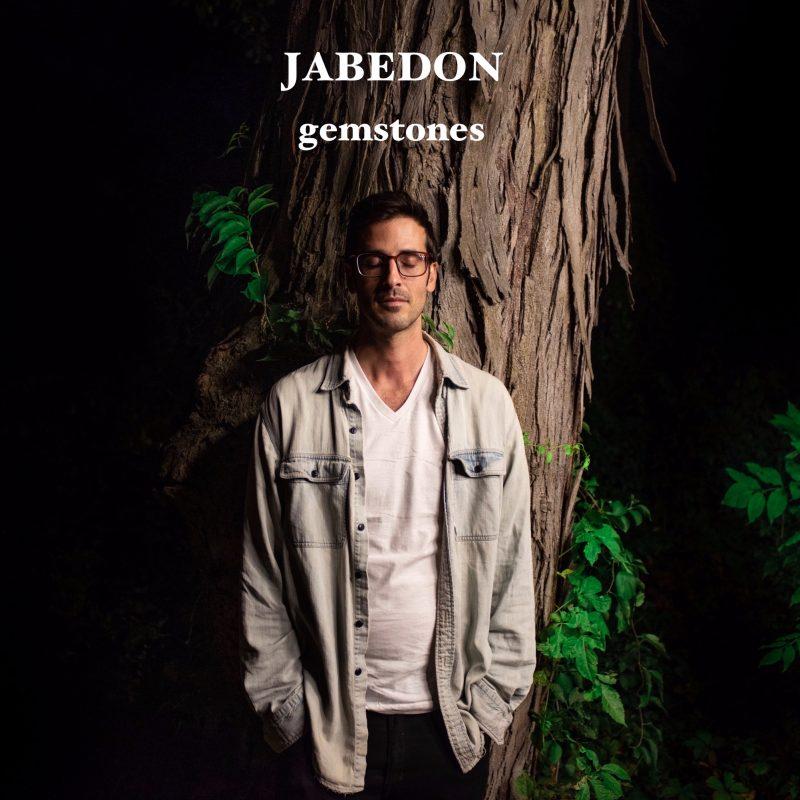 En route pour un tour musical Indie-RnB nommé «Gemstones» de Jabedon