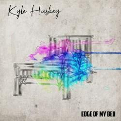 Kyle Huskey Nous présente sa Pop FolK nommée «Edge of my Bed»