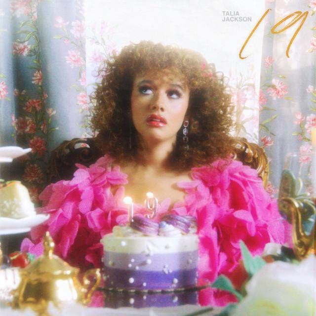 Clip du jour avec Talia Jackson est sa Pop-RnB nommée «19»