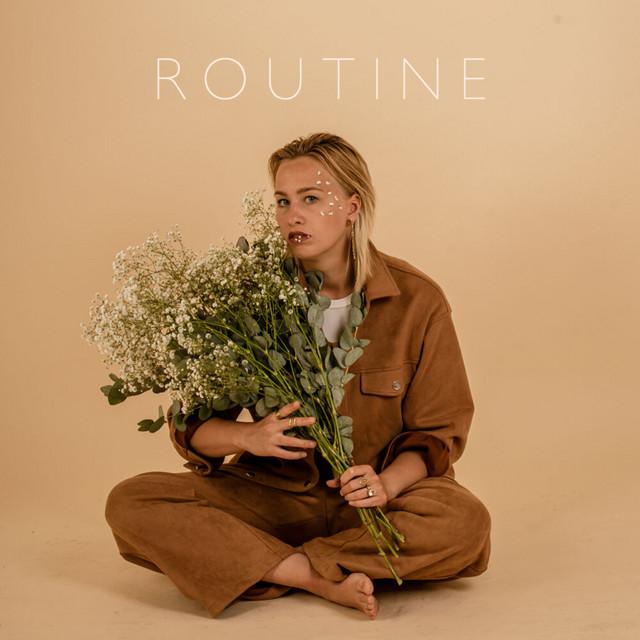 Électro-Pop finlandaise avec Julienne sur «Routine»